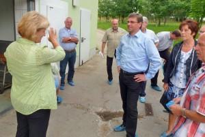 hoher besuch im landschlachthof - staatsminister frank kupfer 2011 während der hofbesichtigung