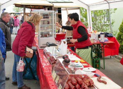 Wurstverkauf zum Hoffest